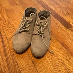 DV Target taupe lace up booties Sz 8